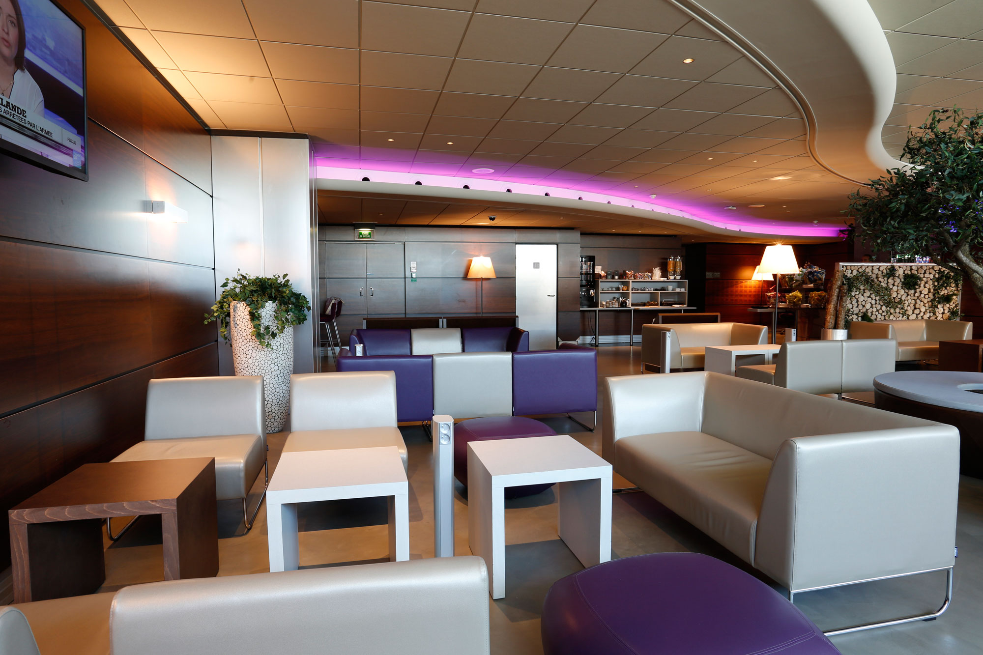 Aeroport-marseille-mobilari-contract-silleria-verges-