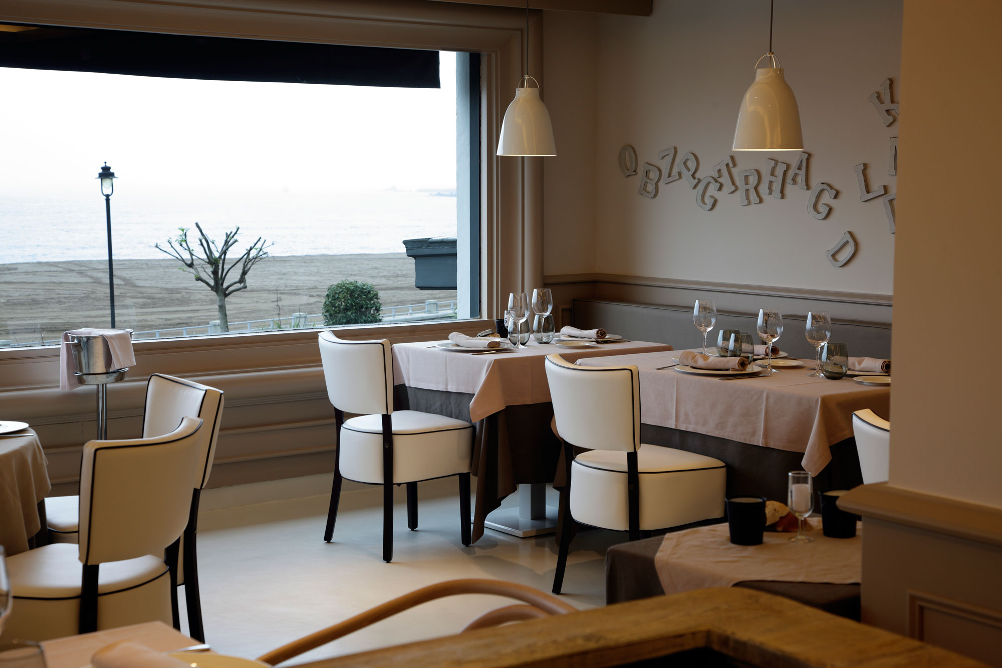 restaurant Tamarises furniture by Palmira