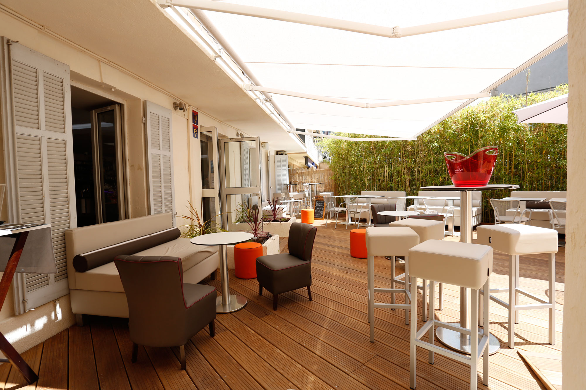 -3-lounges-silleria-verges-mobilier-restaurant