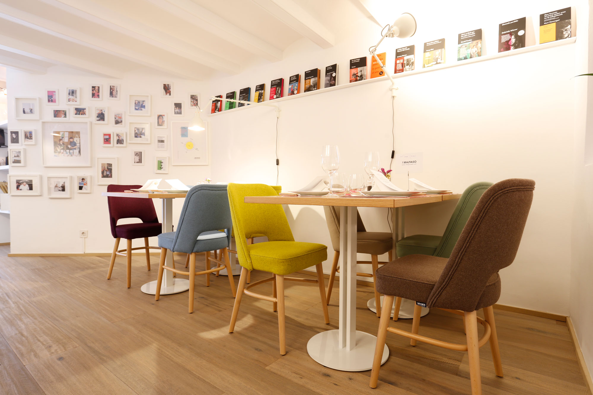 chaises-et-tables-Verges-par-Malpaso-restaurant