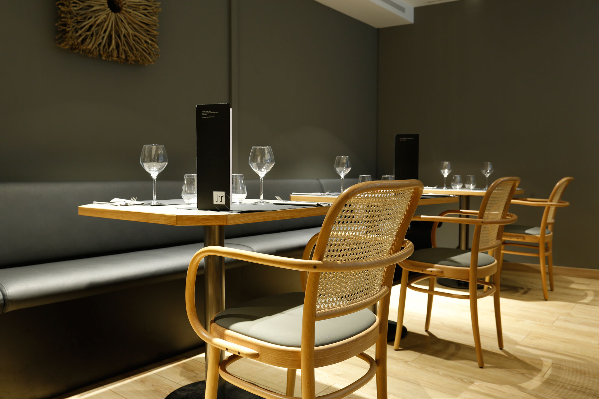 restaurant-IT-Barcelona-mobiliari-Silleria-Verges-3