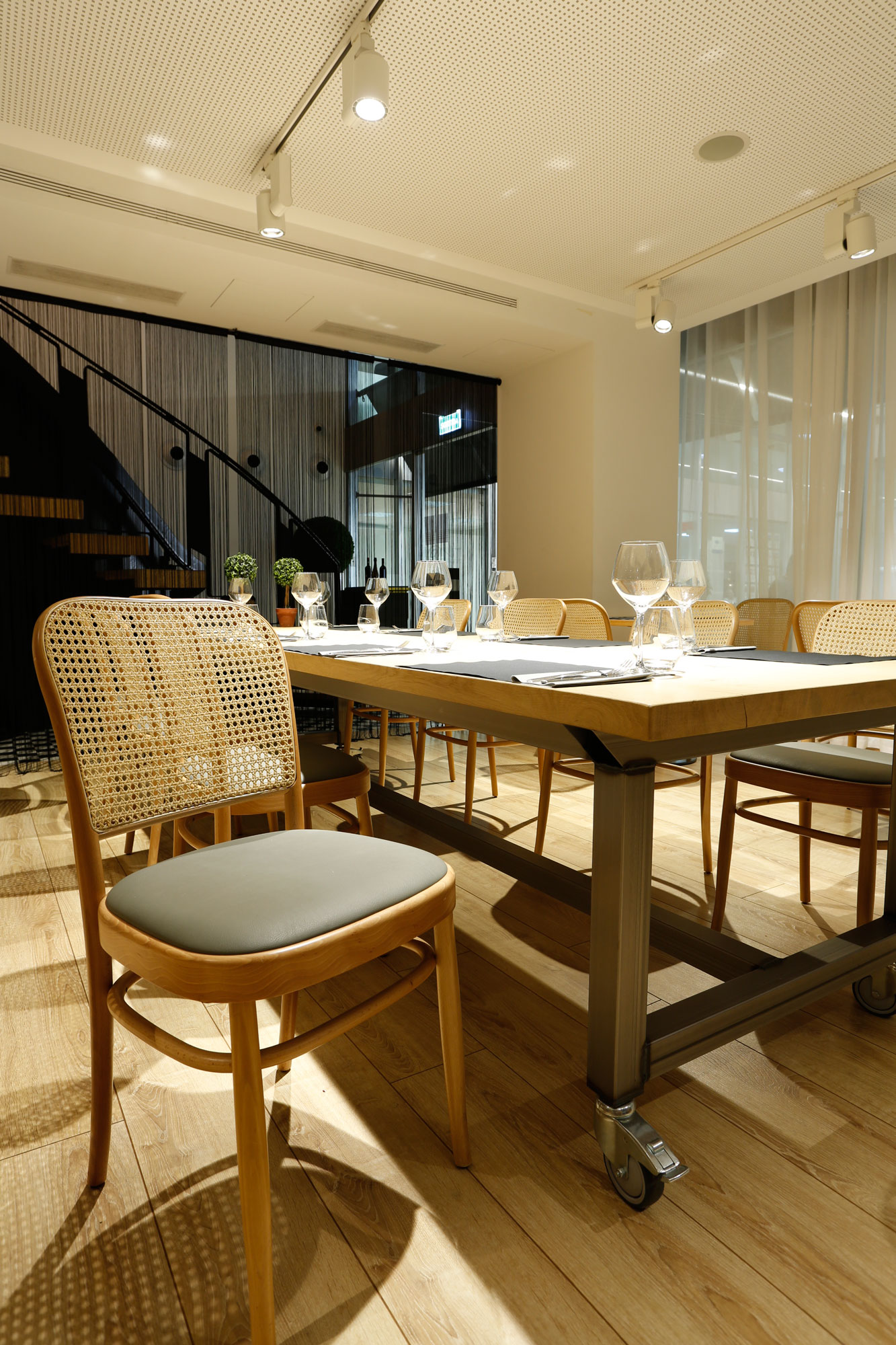 restaurant-IT-Barcelona-mobiliari-Silleria-Verges-5