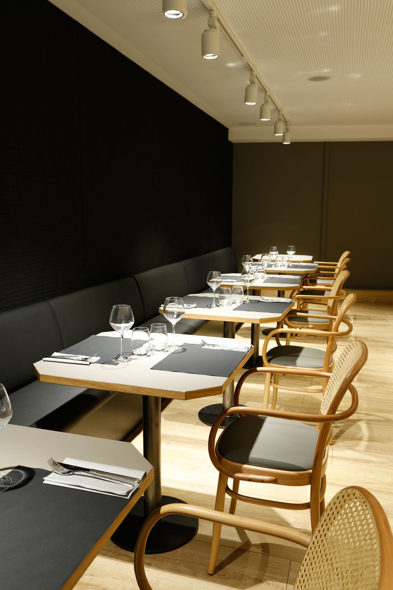 restaurant-IT-Barcelona-mobiliari-Silleria-Verges-6