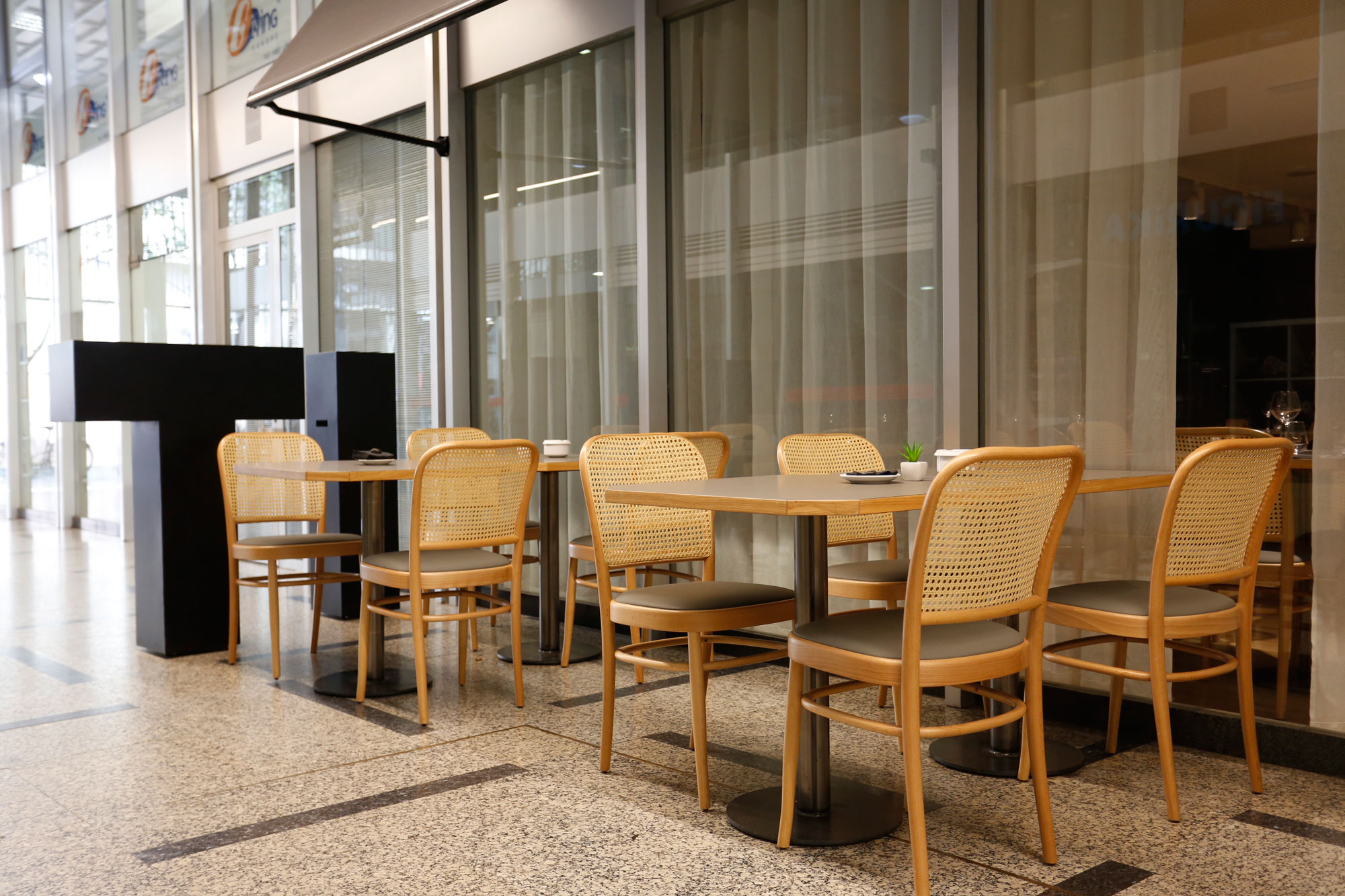 restaurant-IT-Barcelona-mobiliari-Silleria-Verges-2