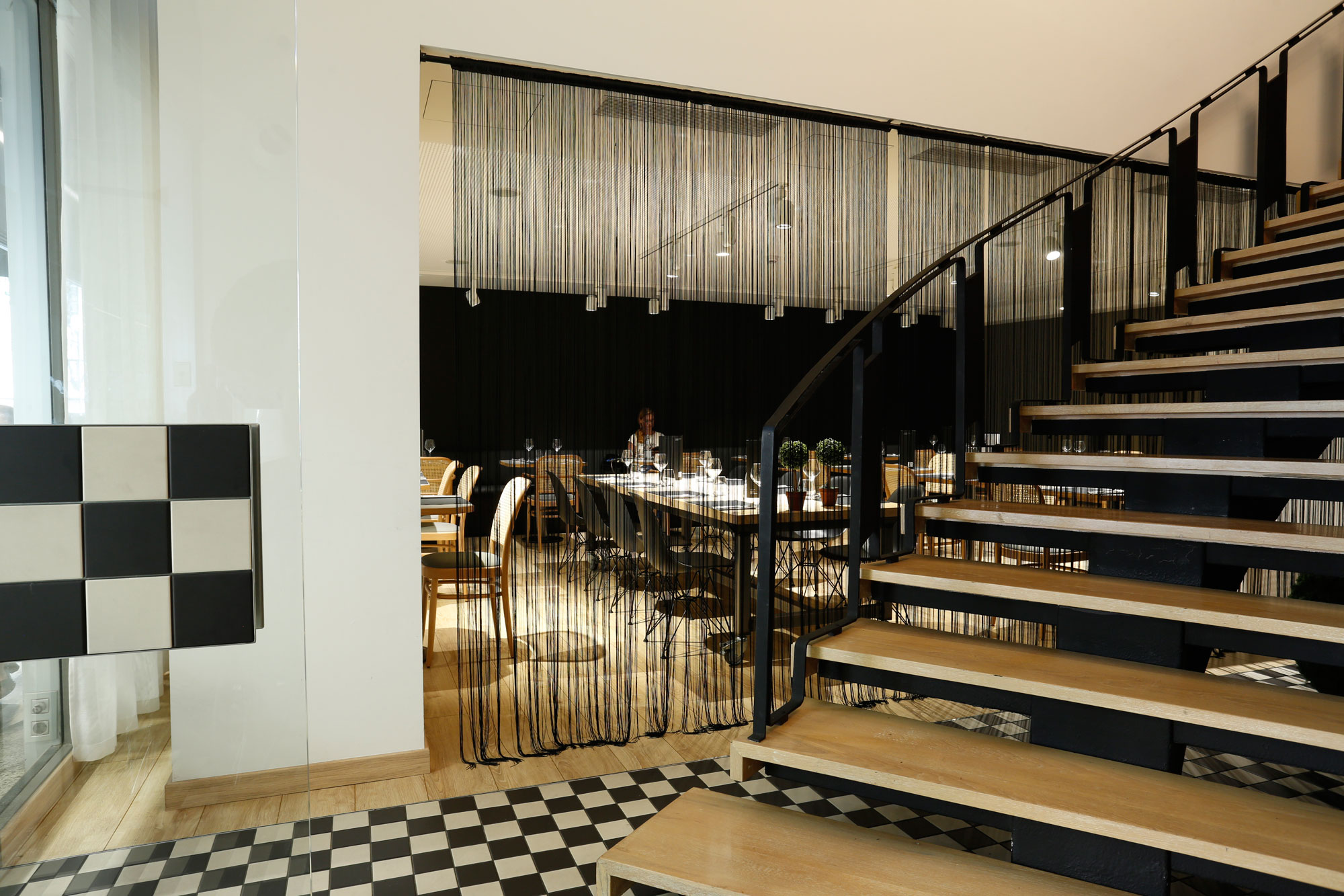 restaurant-IT-Barcelona-mobiliario-de-Silleria-Verges