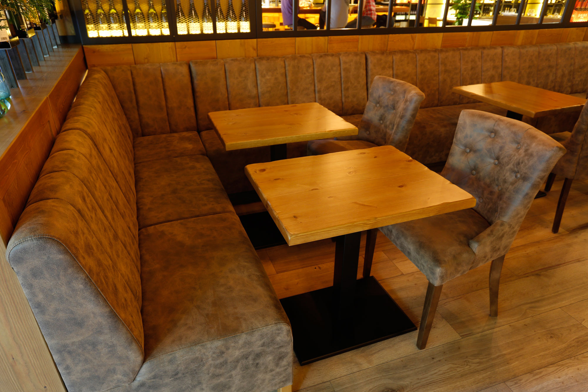restaurant-foxos-in-barcleona.-furniture-by-Verges